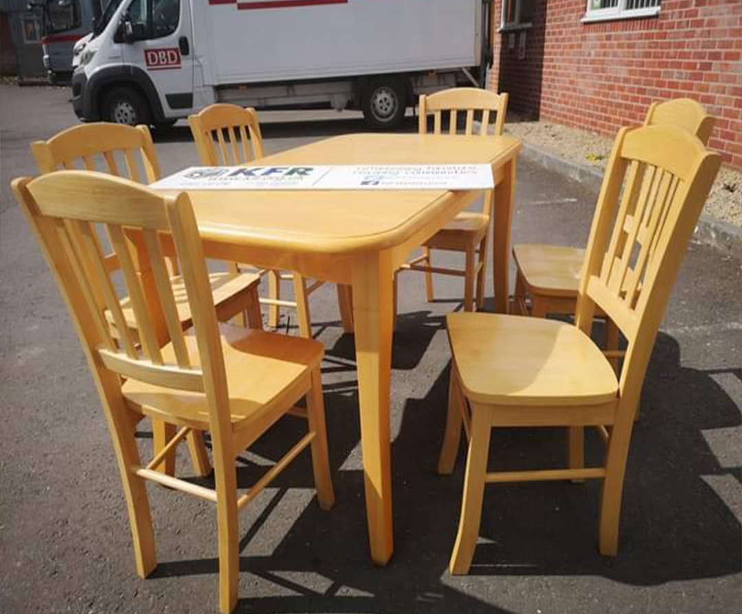 Buy Very solid, extendable dining table in Lagos